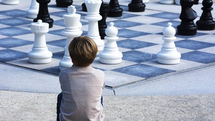reflexion enfant jeu d'échec